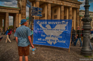 Mahnwache für den Frieden @ Berlin - Brandenburger Tor | Berlin | Berlin | Deutschland